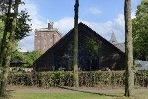 Het proeflokaal in de vorm van een schaapskooi