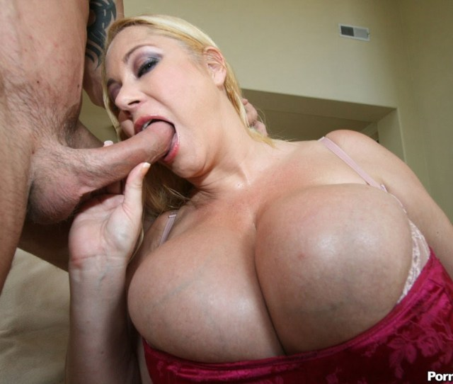 Samantha 38g Gives A Big Tit Blowjob While Those Big Ass Titties Threaten To Explode Out Of Her Top