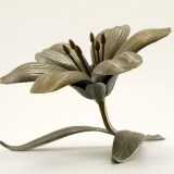 This Art Nouveau flower has six petals whichremove easily, and when flipped over become single rest individual ashtrays.
