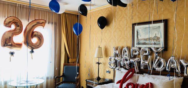 Dillo con un palloncino: allestimento hotel con palloncini compleanno - BigBalloonGroup