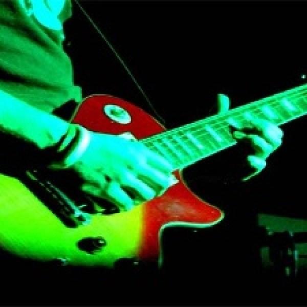 Rock-concert--guitar--music-jpg_20150914192407-159532