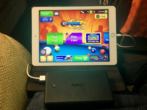 30000 mAh aukey charging ipad