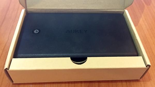 30000 mAh aukey in the box