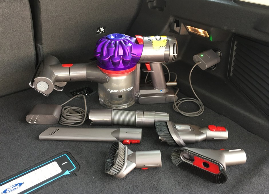 Dyson V7 Car+Boat with attachments