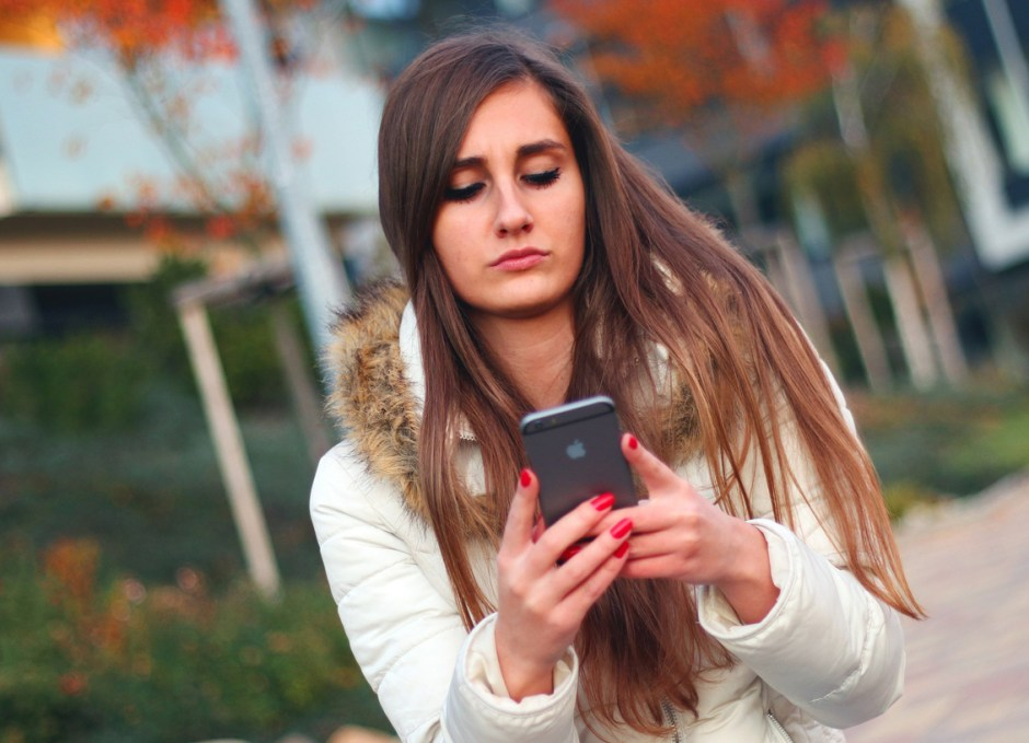 cell phone etiquette using phone