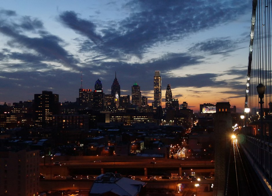 philadelphia skyline at night from bridge