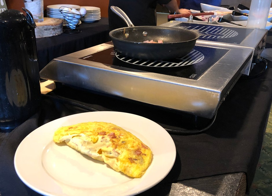 Dining Lounge omelette station