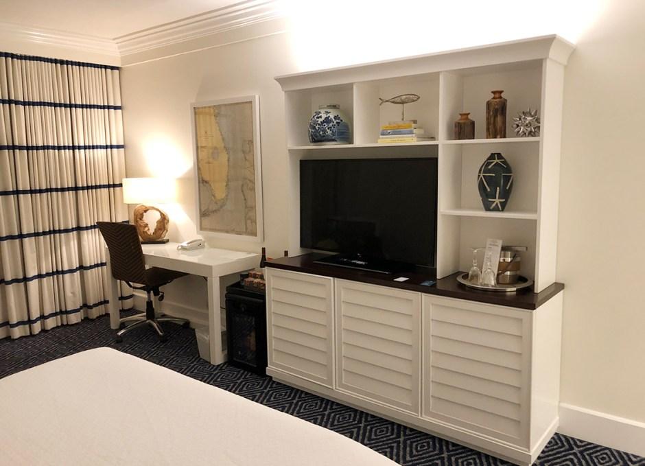 Oceans Edge desk and entertainment area