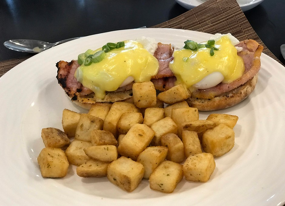 lighthouse 45 eggs benedict