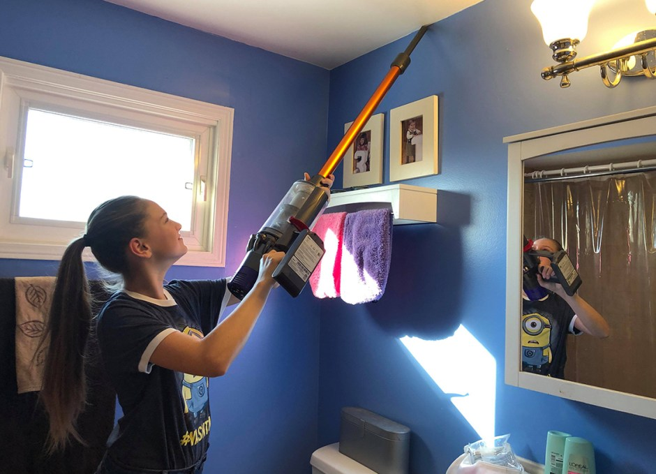 dyson cyclone v10 lauren using vacuum for high places
