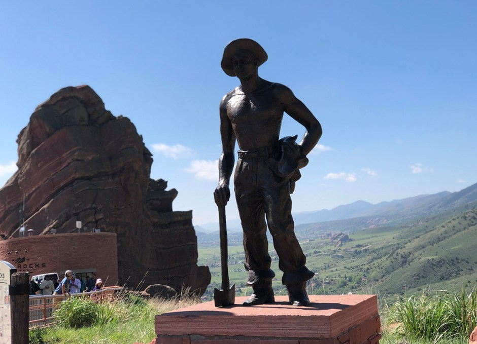red rocks statue