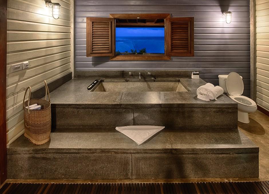 Pagua Bay House Suite 6 Bathtub