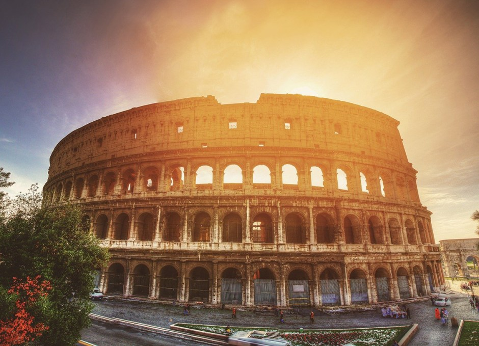 solo travellers colosseum rome italy
