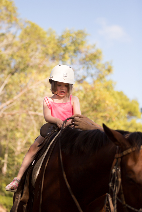 big family horseriding gympie-11
