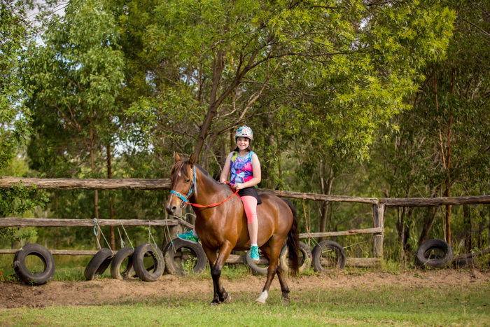 big family horseriding gympie-3