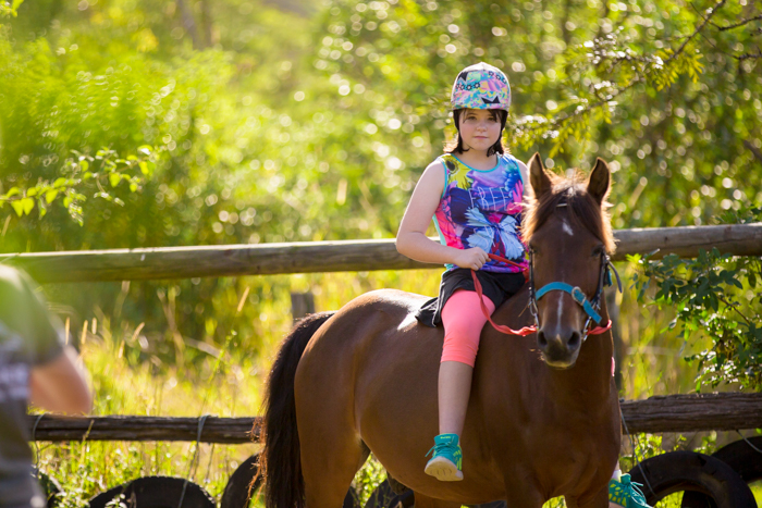 big family horseriding gympie-6