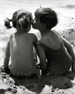 kids-kissing