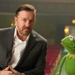 Kermit & Ricky Gervais in The Muppets Most Wanted