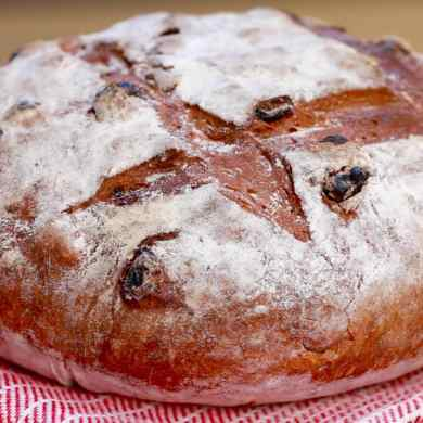 Cinnamon Raisin Bread (No-Knead Recipe)