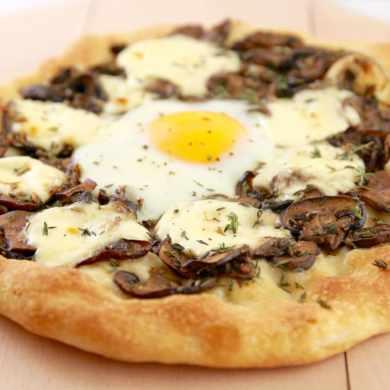 Mushroom, Mascarpone & Egg Pizza