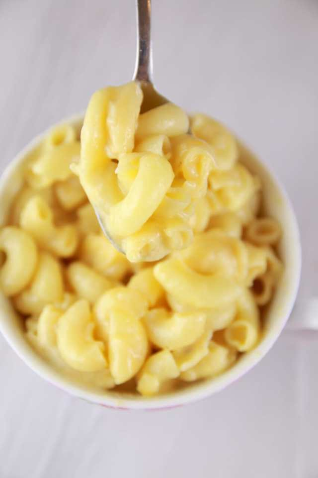 School Snacks, Microwave Macaroni and Cheese in a Mug, macaroni and cheese recipes, mug meals, vegetarian meals, Microwave mug Meal recipes, Microwave Mug Meals, Microwave meals, microwave cooking, Mug cakes, Microwave mug, 1 minutes Microwave mug cakes, 1 minutes Microwave mug recipes, Microwave meals, Microwave recipes, recipes for students, recipes for college, Easy dinner recipes, Healthy meals, healthy recipes, Easy lunch recipes,Easy breakfast recipes,Easy snack recipes, quick recipes, affordable recipes, Gemma Stafford, Bigger Bolder Baking, bold baking, cheap recipes, easy meals