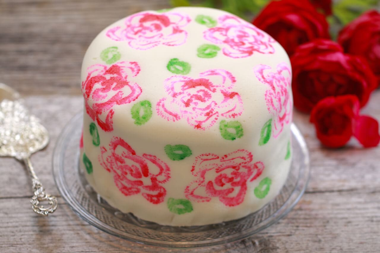 How to Make Marshmallow Fondant Decorate a Cake Gemmas Bigger