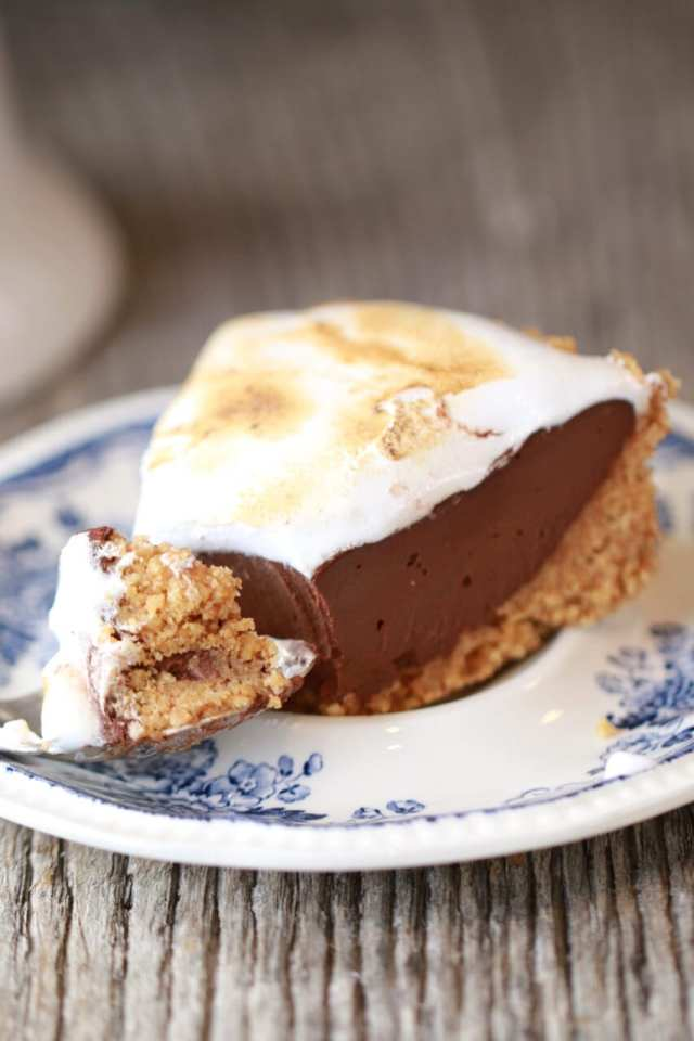 S'more Pie, S'more Pie dessert, Homemade S'more pie, S'more recipes, Summer Recipes, Summer Desserts, Homemade Marshmallow Fluff, Marshmallow Fluff, DIY Marshmallow Fluff, Homemade Marshmallow Fluff at home, s'more, s'more recipes, s'more desserts, how to videos, how to recipes, basic baking tips, basic baking, condensed milk how to make at home, dairy free Recipes, Vegan baking, baking recipes, dessert, desserts recipes, desserts, cheap recipes, easy desserts, quick easy desserts, best desserts, best ever desserts, simple desserts, simple recipes, recieps, baking recieps, how to make, how to bake, cheap desserts, affordable recipes, Gemma Stafford, Bigger Bolder Baking, bold baking, bold bakers, bold recipes, bold desserts, desserts to make, quick recipes