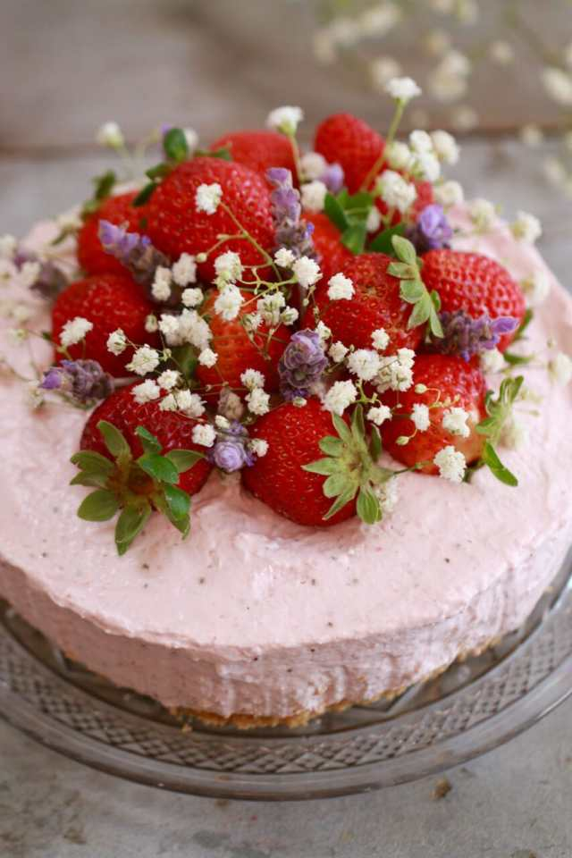 No-Bake strawberry Cheesecake, strawberry Cheesecake, strawberry desserts, no bake desserts, no bake recipes, strawberry cheesecake, no bake cheesecake, cheesecake recipes, no bake desserts, cheesecake reicpes, cheescake recipes,Recipes, baking recipes, dessert, desserts recipes, desserts, cheap recipes, easy desserts, summer recipes, strawberries, picnic reicpes, quick easy desserts, best, best ever desserts, simple desserts, simple recipes, recieps, baking recieps, how to make, how to bake, cheap desserts, affordable recipes, Gemma Stafford, Bigger Bolder Baking, bold baking, bold bakers, bold recipes, bold desserts, desserts to make, quick recipes strawberry
