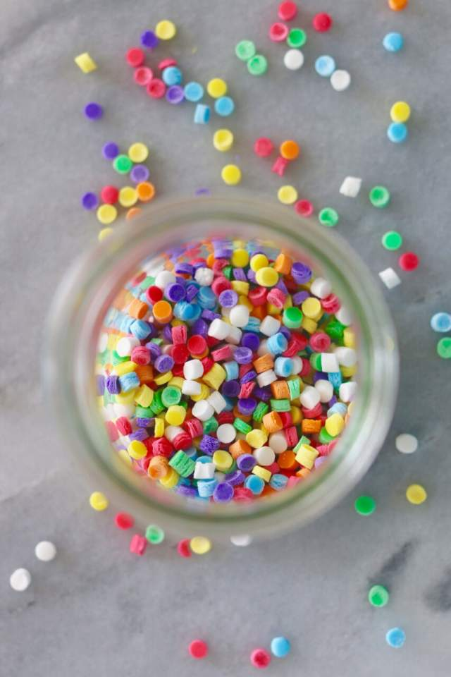 How to make sprinkles, homemade sprinkles, sprinkles, how to decorate a cake, how to make homemade sprinkles