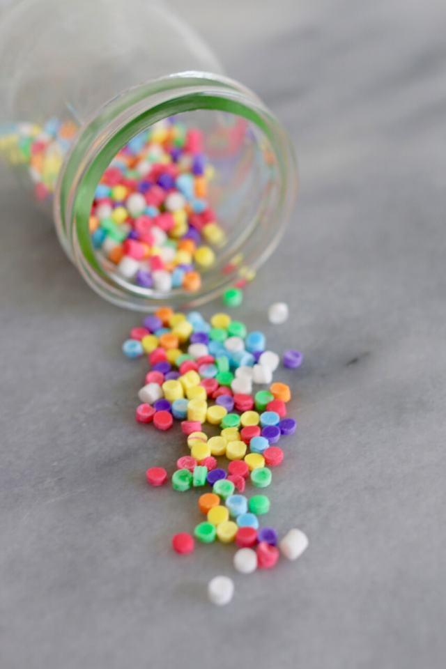 How to make sprinkles, homemade sprinkles, sprinkles, how to decorate a cake, how to make homemade sprinkles