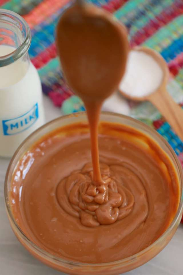 how to make dulce de leche, Homemade dulce de leche, DIY dulce de leche, dulce de leche recipe, Recipe, recipes, easy desserts, best desserts, DIY videos, DIY recipes, how to videos, how to reicpes, how to make, simple recipes, recieps, baking, baking techniques, simple baking techniques