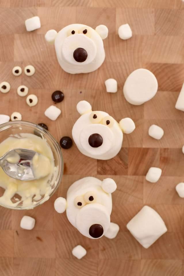Marshmallow Polar Bears, marshmallows treats, hot chocolate, winter recipes, holiday recipes, holidays party ideas, Christmas ideas,
