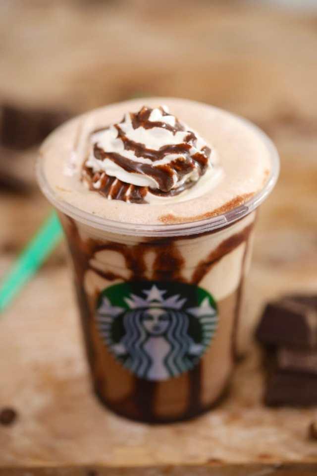 Homemade Starbucks Mocha Frappuccino, Starbucks Frappuccino, Mocha Frappuccino, StarbucksFrappuccinos,StarbucksFrappuccino, starbucks drinks, blended drinks, milkshakes, frozen drinks, starbucks