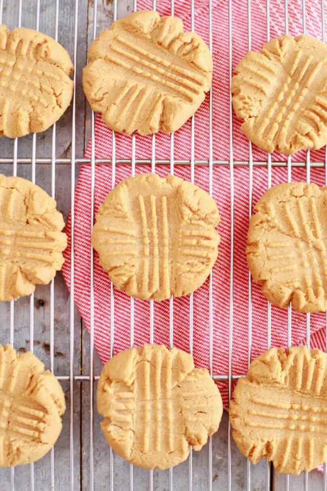 3 Ingredient Peanut Butter Cookies, Peanut Butter Cookies, easy Peanut Butter Cookies, best ever peanut butter cookies, 3 Ingredient Cookies, Cookies recipes, easy cookie recipes, easy baking recipes, recipes for kids, simple recipes, biscuit recipes, best ever cookie recipe, gluten free cookies, egg free cookies, egg free baking, egg free recipes, gluten free recipes, vegan cookies, vegan recipes