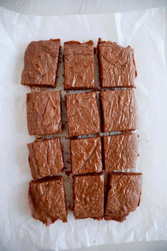 Chocolate recipes, Chocolate brownies, Nutella recipes, easy brownie recipe, easy recipes, kid friendly recipes, brownie recipes, baking, easy desserts, dessert recipes