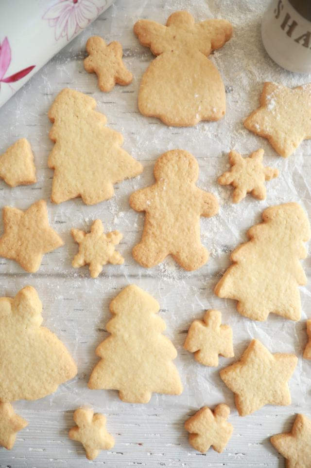 Easy sugar cookie recipe, easy desserts , easy cookie recipes , sugar cookie recipe, best desserts, best ever desserts, best ever sugar cookie recipe, affordable recipes, cheap recipes, cheap desserts, simple recipes, simple desserts, quick recipes, Healthy meals, Healthy recipes, How to make, How to bake, baking recieps, recipes for kids, baking with kids, baking with children, kid friendly recipes, child friendly recipes, Holiday recipes, holiday cookie recipes, Christmas recipes, christmas cookies recipe, Holiday baking