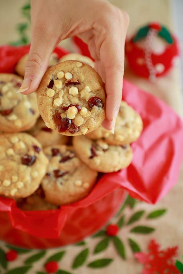 Cranberry and white chocolate cookie recipe, white chocolate cookie recipe, cranberry cookie recipe, easy christmas cookie recipe, easy desserts , easy holiday cookie recipes , christmas cookie recipe, best cookie recipes, best desserts, best ever desserts, best ever holiday cookie recipe, affordable recipes, cheap recipes, cheap desserts, simple recipes, simple desserts, quick recipes, How to make, How to bake, baking recieps, recipes for kids, baking with kids, baking with children, kid friendly recipes, child friendly recipes, christmas biscuit recipes