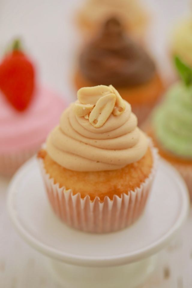 How to make buttercream frosting, how to make frosting, homemade buttercream frosting, how to buttercream frosting, Buttercream recipes, how to make frosting, homemade frosting, hot to frost a cake, how to decorate a cake, simple cake decoration, perfect frosting, buttercream recipe, foolproof buttercream, easy buttercream recipe, Recipes, baking recipes, dessert, desserts recipes, desserts, cheap recipes, easy desserts, quick easy desserts, best desserts, best ever desserts, simple desserts, simple recipes, recieps, baking recieps, how to make, how to bake, cheap desserts, affordable recipes, Gemma Stafford, Bigger Bolder Baking, bold baking, bold bakers, bold recipes, bold desserts, desserts to make, quick recipes