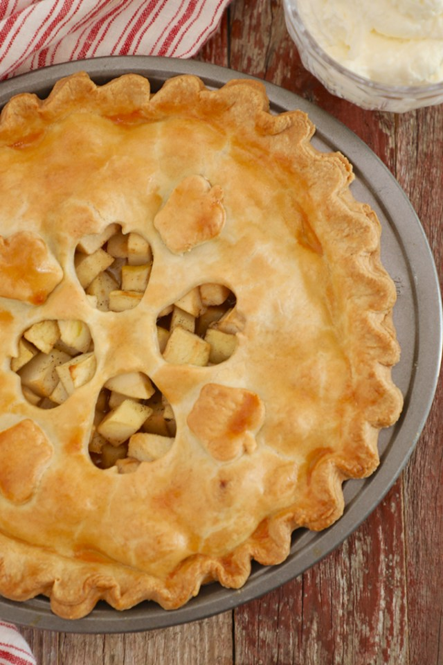 perfect apple pie, classic apple pie, perfect classic apple pie, classic apple pie recipe, apple pie, apple pie recipe, how to make apple pie, best apple pie, best apple pie recipe, homemade apple pie, apple pie instructions, making apple pie, apple pie ingredients, what apples are best for apple pie, apples for apple pie, apple pie topping, how to cut apple pie, serve apple pie, bake apple pie, how to bake apple pie, when to bake apple pie, amazing apple pie, apple desserts, desserts with apples, apple ideas, apple tart, autumn tarts