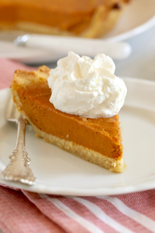 pumpkin pie, pumpkin pie recipe, gluten free pumpkin pie, gluten free pumpkin pie recipe, keto pumpkin pie, keto pumpkin pie recipe, sugar free pumpkin pie, sugar free pumpkin pie recipe, low sugar pumpkin pie, low sugar pumpkin pie recipe, low carb pumpkin pie, low carb pumpkin pie recipe, homemade gluten free pumpkin pie, how to make gluten free pumpkin pie,