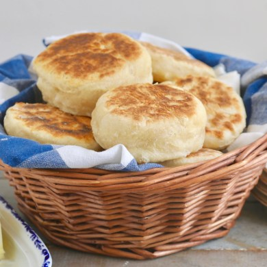 No-Knead Homemade English Muffins (No Oven Needed)