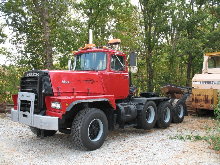 92 Rd 822s E9 500hp 12 Spd Tri Axle Lowboy Tractor