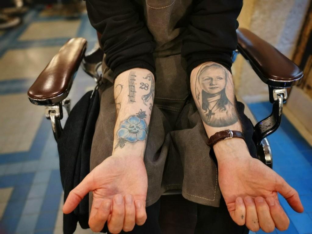 tatouage douloureux bras