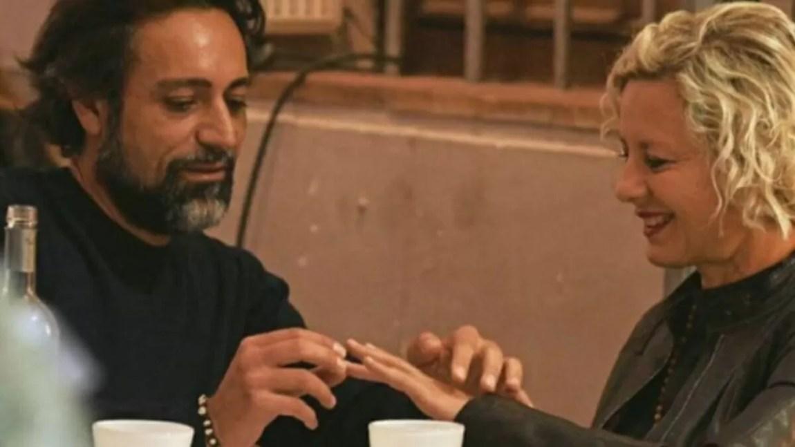 Antonella Elia makes a proposal to Pietro Delle Piane
