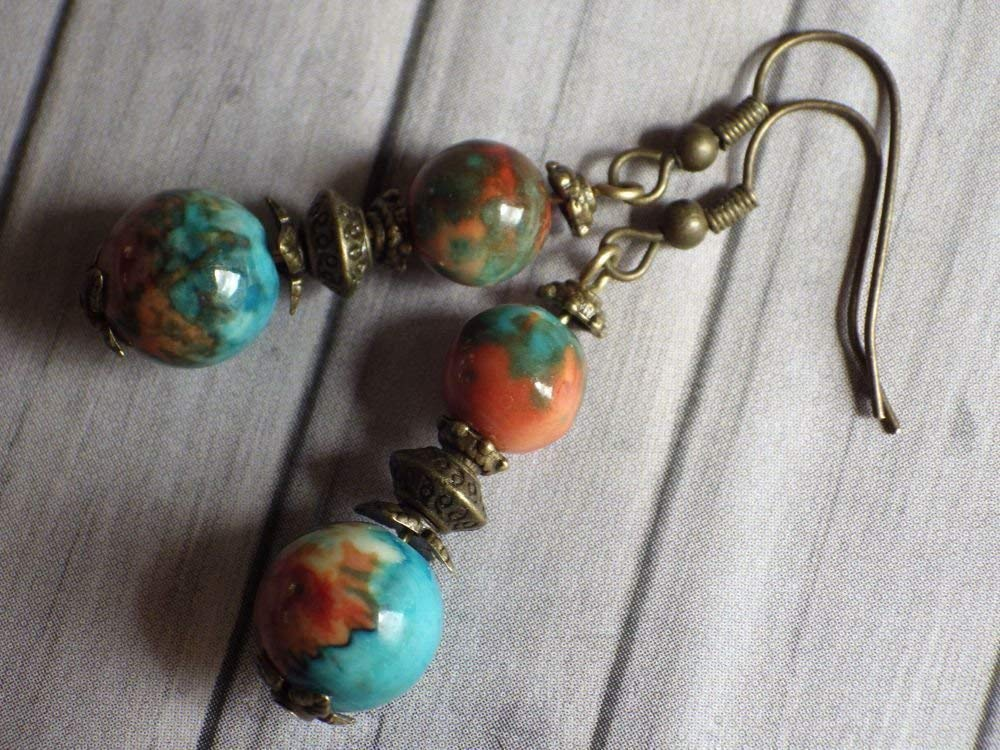 Vintage style pendant earring