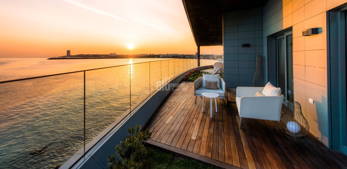 Luxury apartments for sale with wonderful sea view in Istanbul atakoy