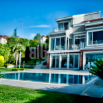 Villas for sale in Istanbul with lake view