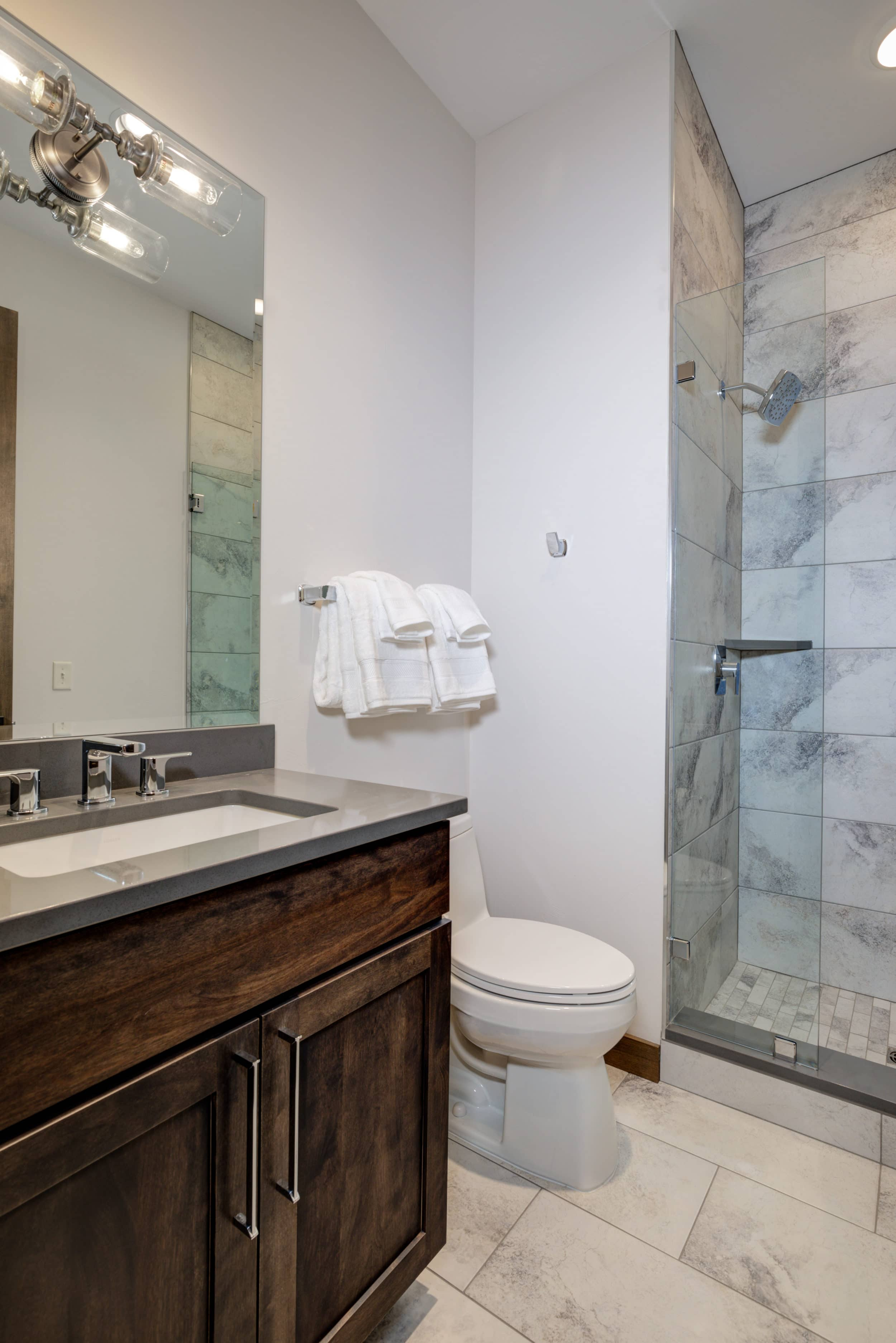 Elkhorn 2303C 2nd bedroom bathroom2