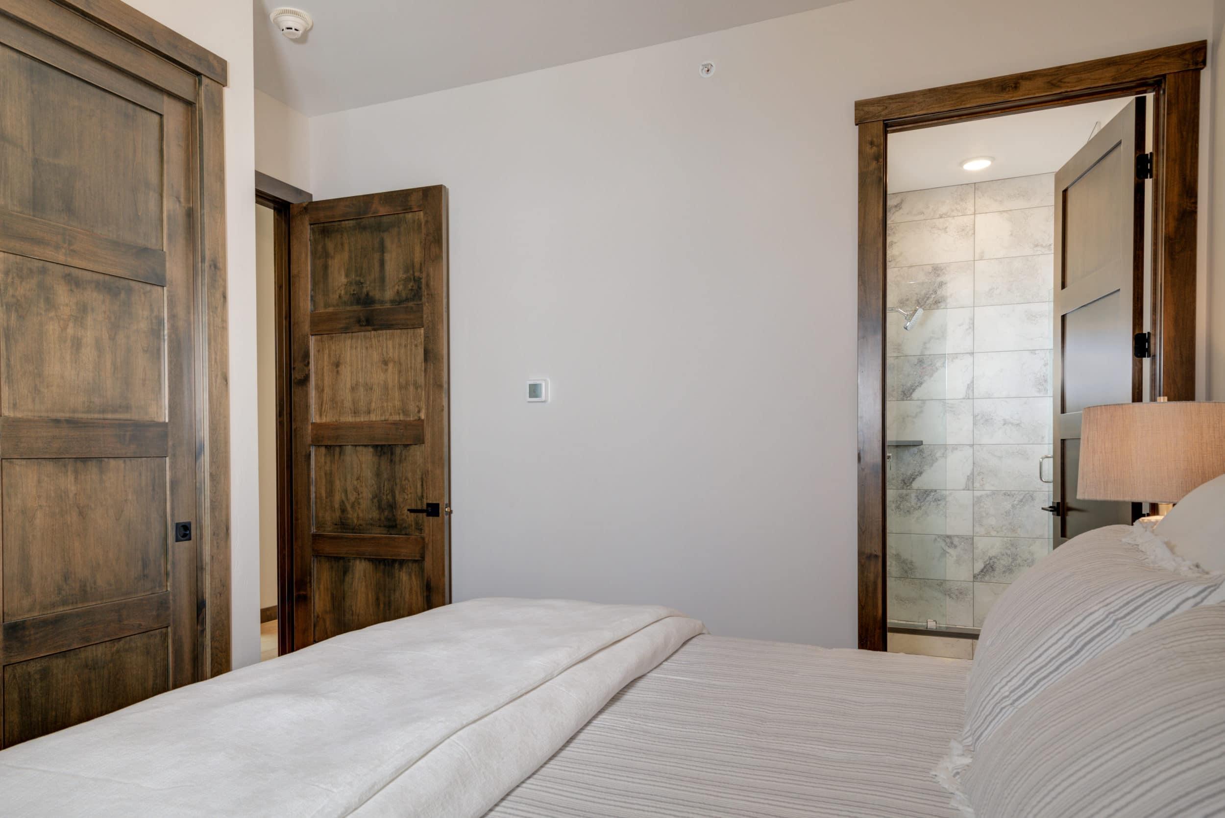Elkhorn 2303C 2nd bedroom1