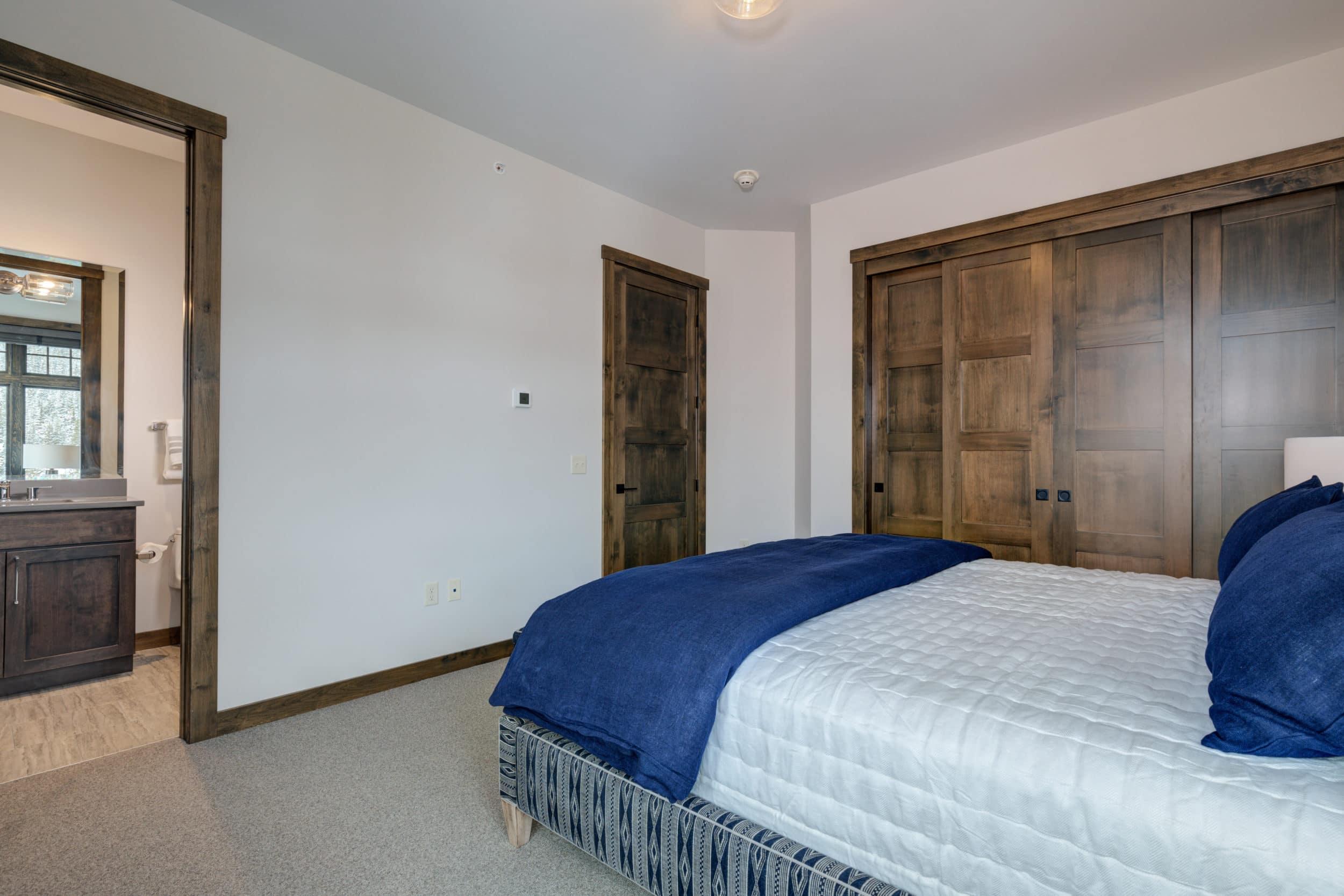 Elkhorn 2303C 4th bedroom1